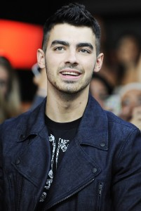 joe-jonas-promoting-solo-album-fast-life-01